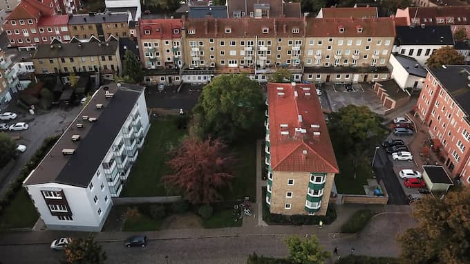 Flera skott avlossades i det centralt belägna bostadsområdet i Trelleborg. Foto: Fritz Schibli