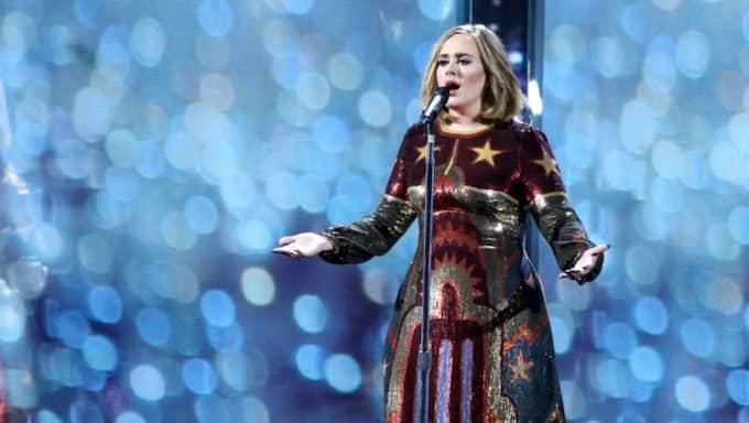 Publiken följde Adeles uppmaning och sjöng med under hela låten. Foto: Richard Young/Rex/Shutterstock