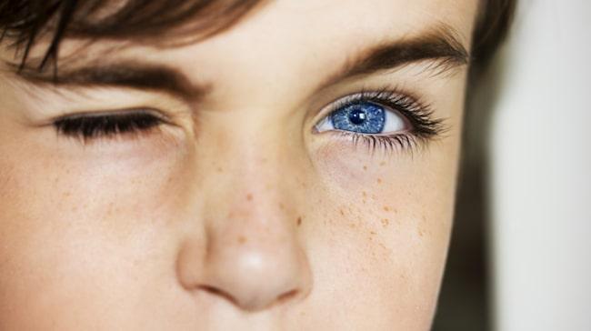 ryckningar i ögonlocket hjärntumör