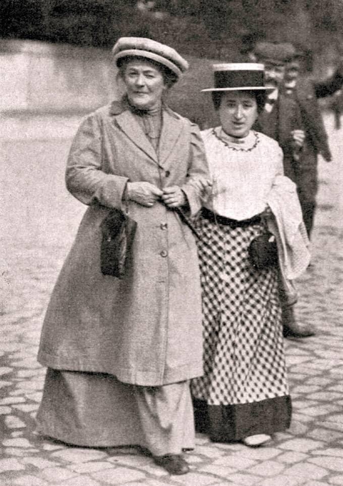 Clara Zetkin och Rosa Luxemburg vid Andra internationalen i Köpenhamn 1910. Det var Zetkin som skapade internationella kvinnodagen. Foto: / WIKICOMMONS