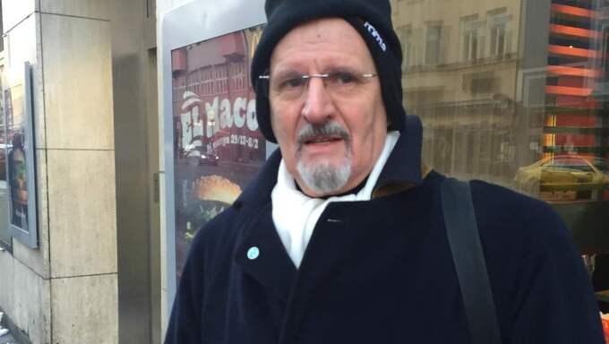 """Manlio Palocci, 67, Hammarby: """"Jag bodde här under många år och har varit på McDonalds många gånger utan några problem. Det känns obehagligt att människor går runt med kniv på sig. Då kan det hända vad som helst om det slår slint i skallen."""" Foto: Kim Malmgren"""