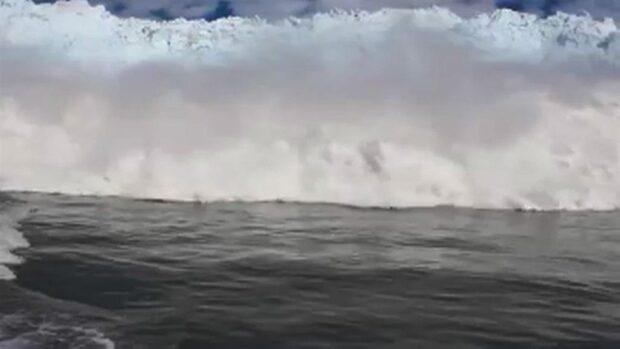 De flyr jättevågen - isberg rasade