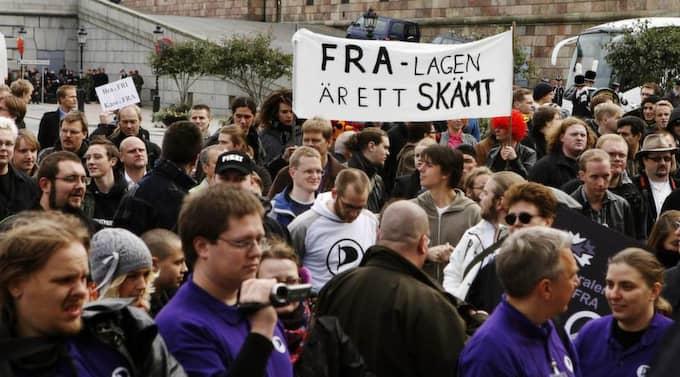 Demonstration 2008. Demonstration på Mynttorget mot FRA i samband med riksmötets öppnande. Foto: Cornelia Nordström