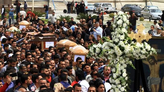 Begravning av kopter som dödades i bomben i Alexandria på palmsöndagen. Foto: STR / EPA / TT