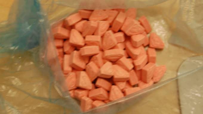"""En svensk 22-årig man fastnade nyligen i den norska tullen med 600 tabletter av den livsfarliga """"supermandrogen"""". Foto: Norska tullen"""