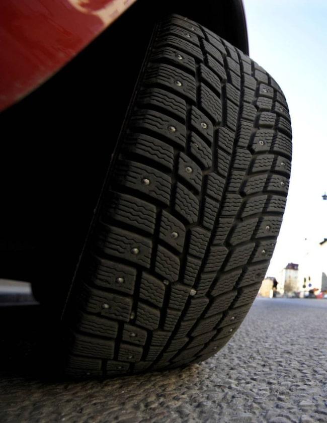 Dubbdäck ger inte bara bättre väggrepp. De tenderar också orsaka färre olyckor enligt en finsk studie.