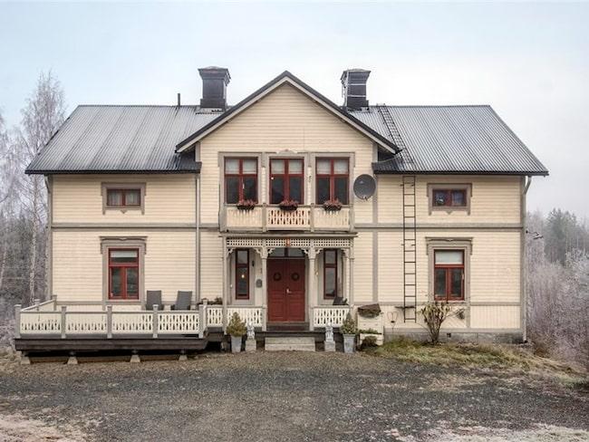 2 350 000 kronor är utgångspriset på gården som är till salu i Sollefteå just nu.