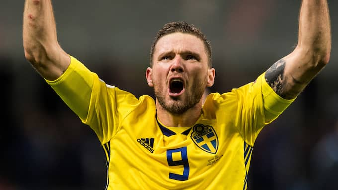 Marcus Berg firar Sveriges VM-avancemang. Foto: PETTER ARVIDSON / BILDBYRÅN