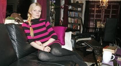 Har svårt att äta. Silje Marie Våtvik, 30, vaccinerade sig och förlorade smak- och luktsinnet. Nu kan hon bara äta mat som är torr. Foto: Se Caption