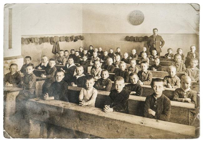 Lovet infördes för att slippa värma upp skolorna under några dagar.