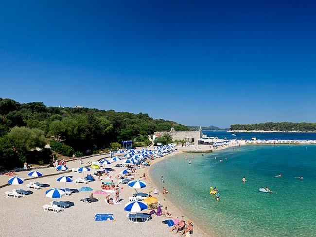 Beach Copacabana är populär bland solbadarna i Dubrovnik.
