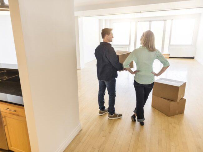 När du har packat den sista lådan kvällen innan flytt är det dags att göra en sista genomgång av huset och börja städa.