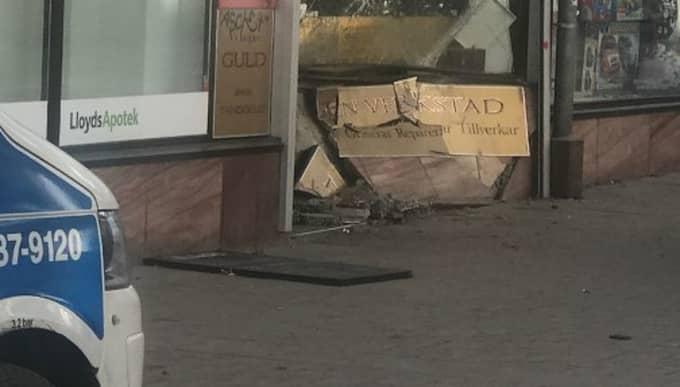 Flera gärningsmän rammade butiken. Foto: Janne Åkesson