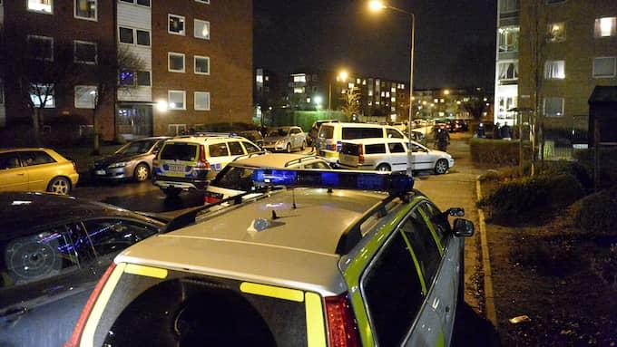 I början av året mördades en ung man på Docentgatan i Malmö. Mordet är kopplat till Malmös undre värld, där vapentillgången är god. Foto: FRITZ SCHIBLI