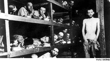 """""""300 000 JUDAR DOG"""". Den svenska gymnasieläraren förnekar nazisternas folkmord på sex miljoner judar. Han hävdar att det var 300000 som dog. Läraren deltog nyligen i ett seminarium med den franske antisemiten Robert Faurisson."""