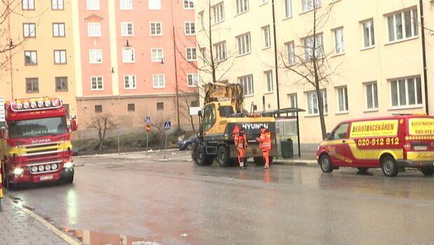 Person död i centrala Stockholm - påkörd av grävmaskin
