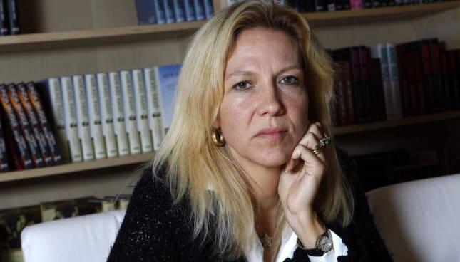 FÖRFÖLJD. Deckardrottningen Liza Marklund förföljdes och ofredades i Stockholm förra veckan. En 55-årig man, som tidigare haft kontaktförbud, är polisanmäld för trakasserierna. Foto: SVEN LINDWALL Foto: Sven Lindwall