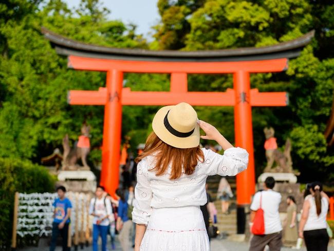 Den nya skatten ska betalas av alla vuxna när de lämnar Japan via flyg eller båt.