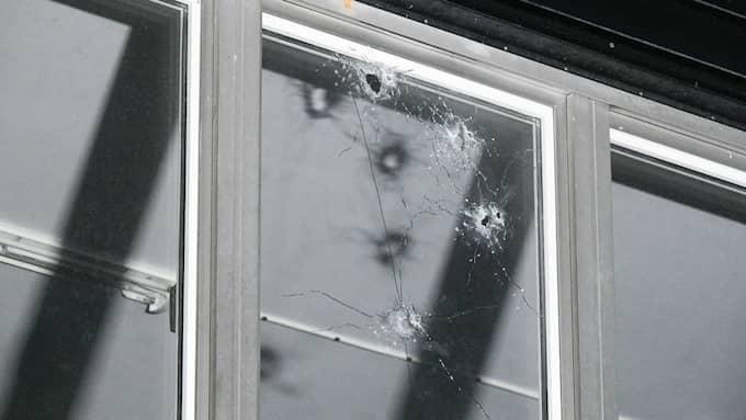 Natten till fredagen avlossades flera skott mot ett bostadshus i Rosengård, Malmö. Foto: JOHAN NILSSON/TT / TT NYHETSBYRÅN
