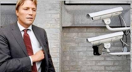LOVAR LAGÆNDRING. Förre justitieministern Thomas Bodström (S) vill att skolorna själva ska få besluta om övervakningskameror. Det är oklart hur effektiva kameror är mot vandalisering. Däremot är det ett billigt sätt att visa att man sätter in åtgärder. Foto: SVEN LINDWALL (Bodström) och CHRISTER WAHLGREN