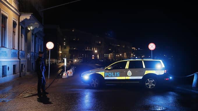 Ett 20-tal maskerade män har setts kasta brinnande föremål mot synagogan i Göteborg. Foto: HENRIK JANSSON