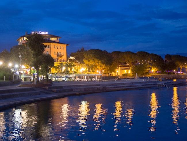 I Opatija badar man från terrasser då det är ont om sandstränder.