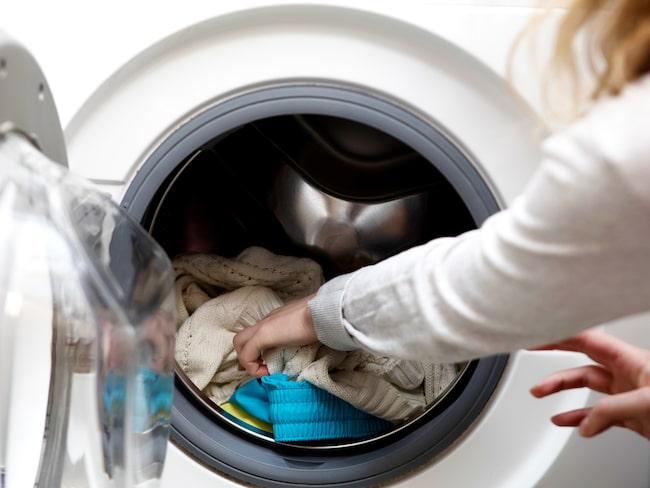 Att proppa sin maskin överfull med kläder gör inte bara att de inte blir helt rena, det kan också förstöra maskinen.