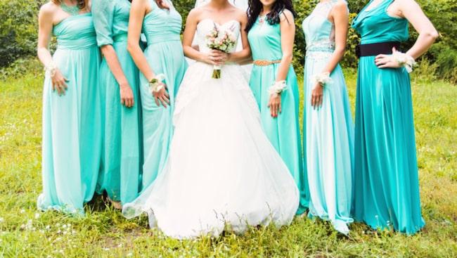 En gång i tiden klädde sig såväl bruden som brudtärnorna likadant.