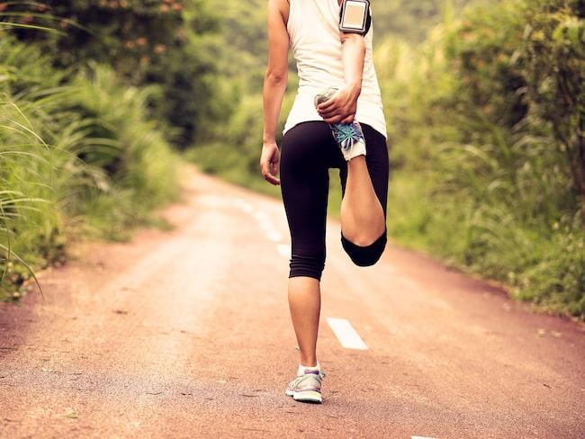Att stretcha innan du tränar kan göra mer skada än nytta. Åtminstone om du gör på fel sätt.