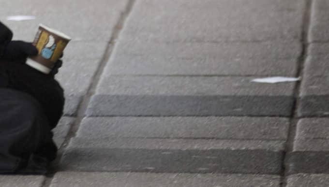 Polisen i Jönköping utreder misstänkt människohandel sedan man omhändertagit en tiggande ung pojke utanför en livsmedelsaffär. OBS! Bilden är tagen vid ett annat tillfälle. Foto: Per Wissing