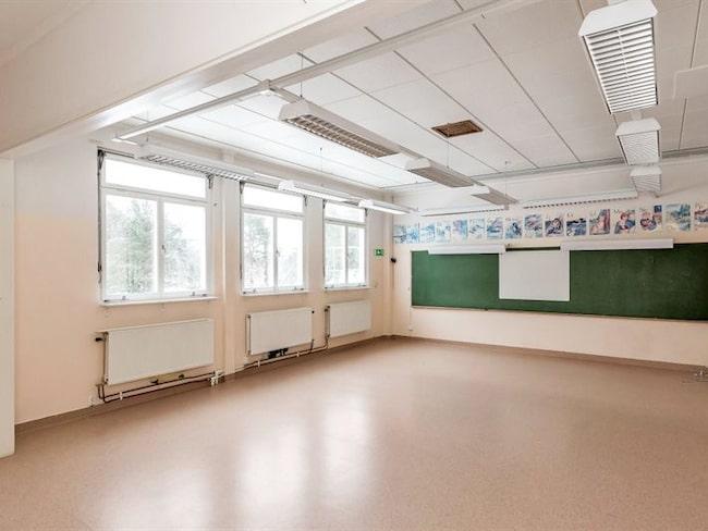 En av skolans många lektionssalar.