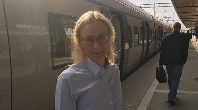 Therese Westerlund, 35, i Uppsala tog till sist taxi hem från jobbet på onsdagen. På torsdagen fortsätter kaoset i tågtrafiken norr om Stockholm. Foto: Gusten Holm