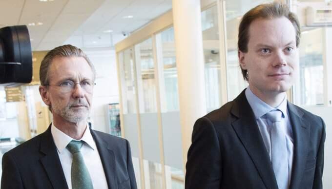 SD-ledamoten Martin Kinnunen står åtalad för grovt skattebrott och grovt bokföringsbrott. Här tillsammans med advokaten Thomas Olsson. Foto: Sven Lindwall