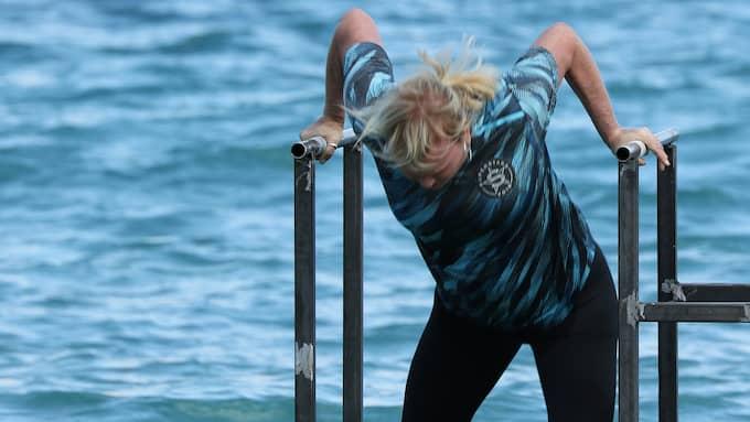 Anette Norberg tappar greppet i vattentävlingen - och faller. Foto: / Johan Lundberg