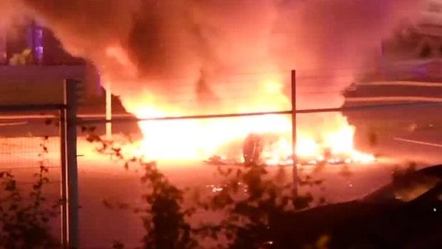 Teslabilar i full brand i Malmö