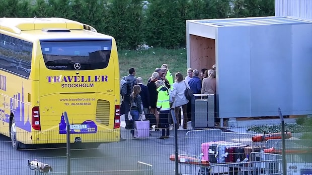Här anländer kändisarna till Bindefelds flygplan