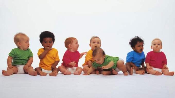 Efterlängtade barn. Frågan om surrogatmoderskap ska tillåtas i Sverige eller inte splittrar partierna. Men nu tar FP ställning för att tillåta. Barnen på bild har inte med saken att göra. Foto: Getty Images