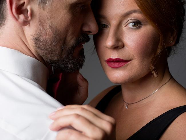 Jenny är lycklig med sin make men dras till andra män.