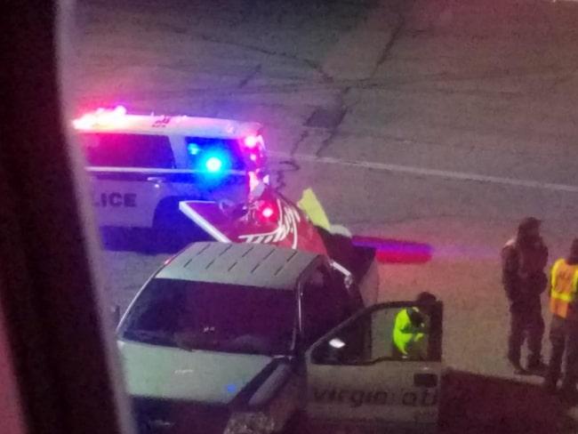 Chockade passagerare såg händelsen och fotograferade vingspetsen där den låg på marken.