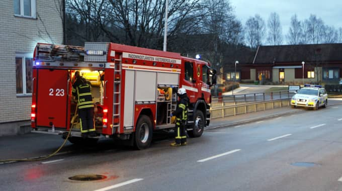 Brandkåren på plats. Foto: Fredric Gustafsson / FOTO-MIKE