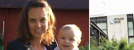 Mamma Lova, 32, fick kritik  när hon ammade under mötet