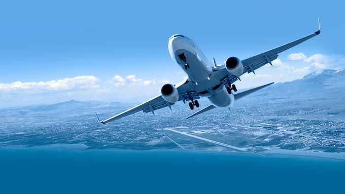 Kommunerna betalar ut mångmiljonbelopp till lokala flygplatser – trots att regeringen vill minska flygandet. Foto: SHUTTERSTOCK