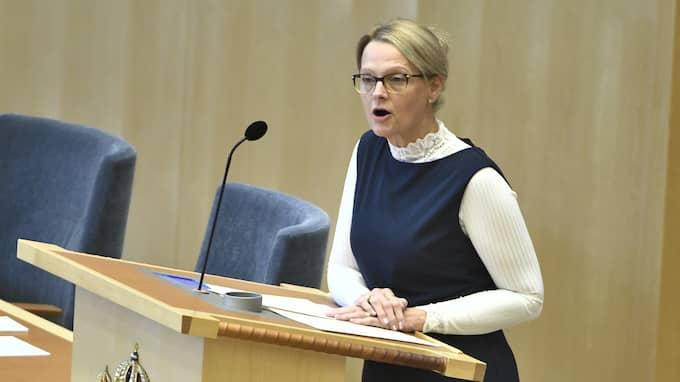 Migrationsminister Heléne Fritzon under debatten om situationen för ensamkommande flyktingbarn i riksdagen. Foto: CLAUDIO BRESCIANI/TT NYHETSBYRÅN