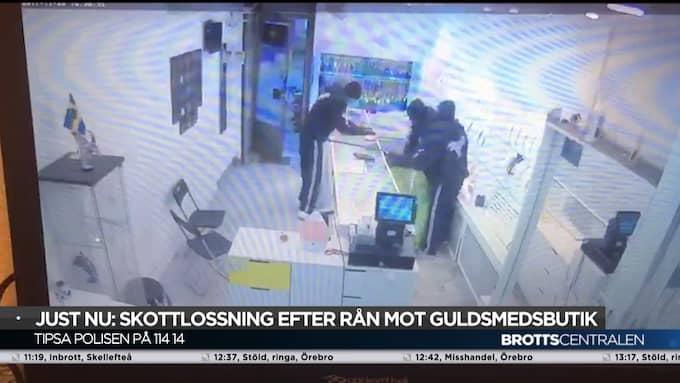 Övervakningsfilmen visar det dramatiska rånet i guldbutiken Dahlströms guld i centrala Örebro.