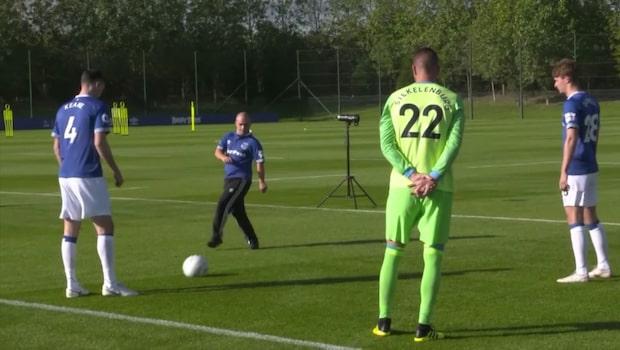 Danny retades för målgesten - då bjöd Everton in honom
