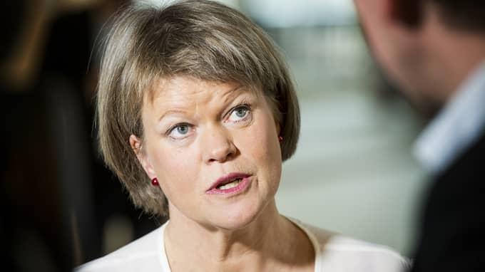 Ulla Andersson (V) försvarar skatten med hänvisning att den enbart drabbar rika. Foto: JENS L'ESTRADE