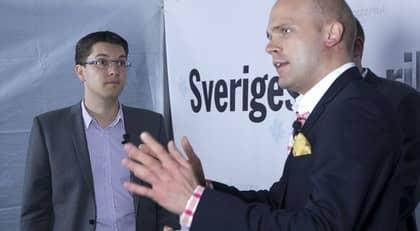 """""""En polisanmälan är redan upprättad"""", säger SD:s pressekreterare Erik Almqvist, här tillsammans med partiledaren Jimmie Åkesson. Foto: Roger Vikström"""