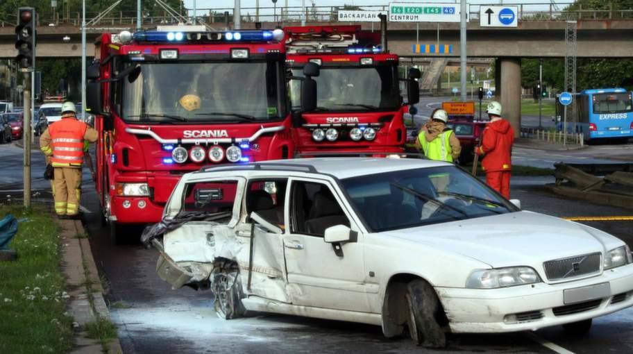 En skadad nar taxi krockade med buss