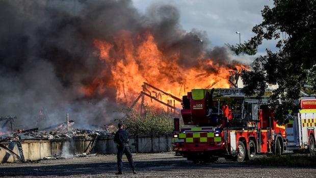 Fem ungdomar misstänks för storbranden i Hässleholm
