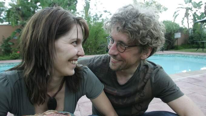 Efter fem dygn till fots i Kalahariöknen kunde Helene Åström återförenas med Pererik Åberg. Foto: TORBJÖRN SELANDER / TORBJÖRN SELANDER EXPRESSEN